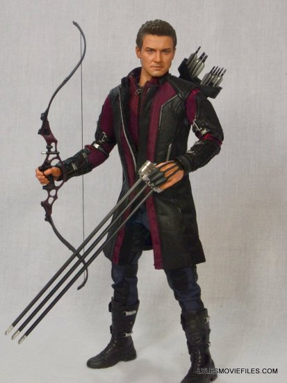 Hawkeye Hot Toys Avengers Age of Ultron - grabbing arrow pack