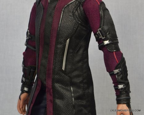 Hawkeye Hot Toys Avengers Age of Ultron - left side close up