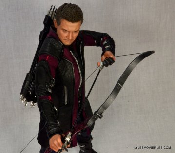 Hawkeye Hot Toys Avengers Age of Ultron - overhead aiming