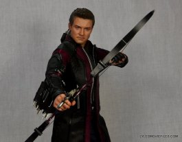 Hawkeye Hot Toys Avengers Age of Ultron - ready to aim