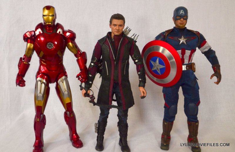 Hawkeye Hot Toys Avengers Age of Ultron - scale with Captain America and Iron Man