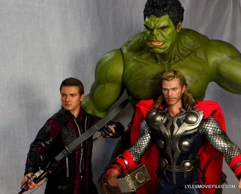 Hawkeye Hot Toys Avengers Age of Ultron - with Hulk and Thor