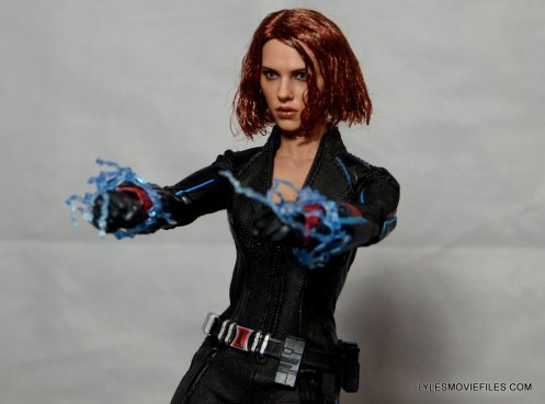 Hot Toys Avengers Age of Ultron Black Widow - lighting up widow's sting