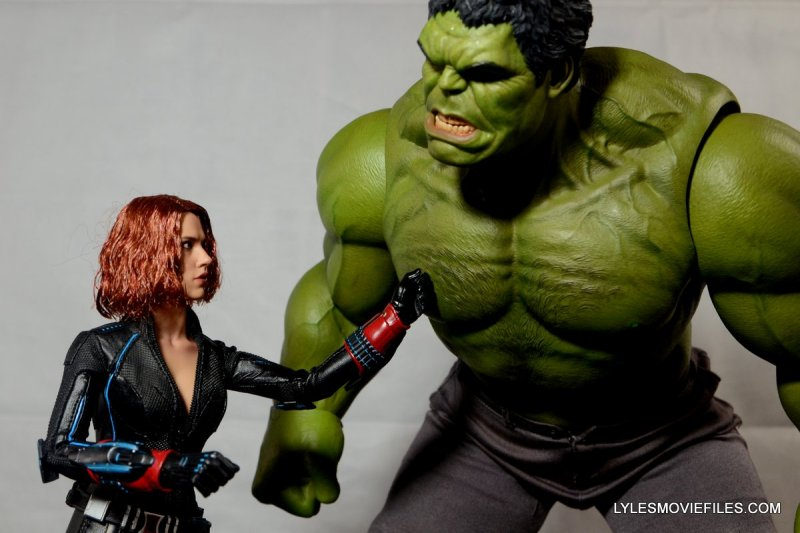 Hot Toys Avengers Age of Ultron Black Widow - taming The Hulk