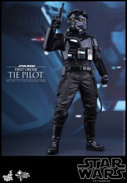 Hot Toys Star Wars Force Awakens Tie Pilot -holding gun