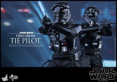 Hot Toys Star Wars Force Awakens Tie Pilot -pair
