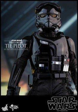 Hot Toys Star Wars Force Awakens Tie Pilot -straight ahead