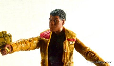 Star Wars Black Series - Finn review -aiming gun