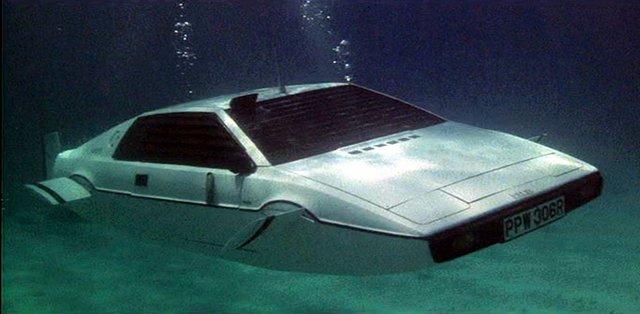 007 The-Spy-Who-Loved-Me-car