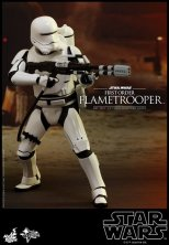 Hot Toys Star Wars Force Awakens First Order Flametrooper -aiming