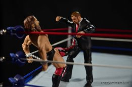 Mattel WWE Battle Pack - Triple H vs Daniel Bryan -Bryan kicks back