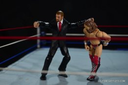 Mattel WWE Battle Pack - Triple H vs Daniel Bryan -sending Bryan to turnbuckle