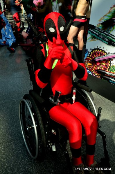New York Comic Con cosplay - Deadpool thumbs up