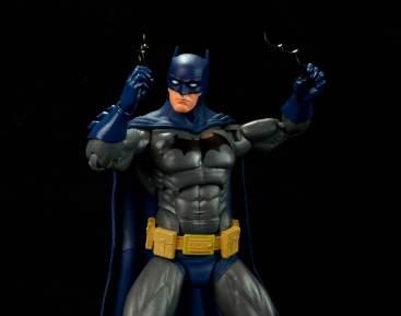 batman-icons-action-figure-last-rites-dcc-batarangs up