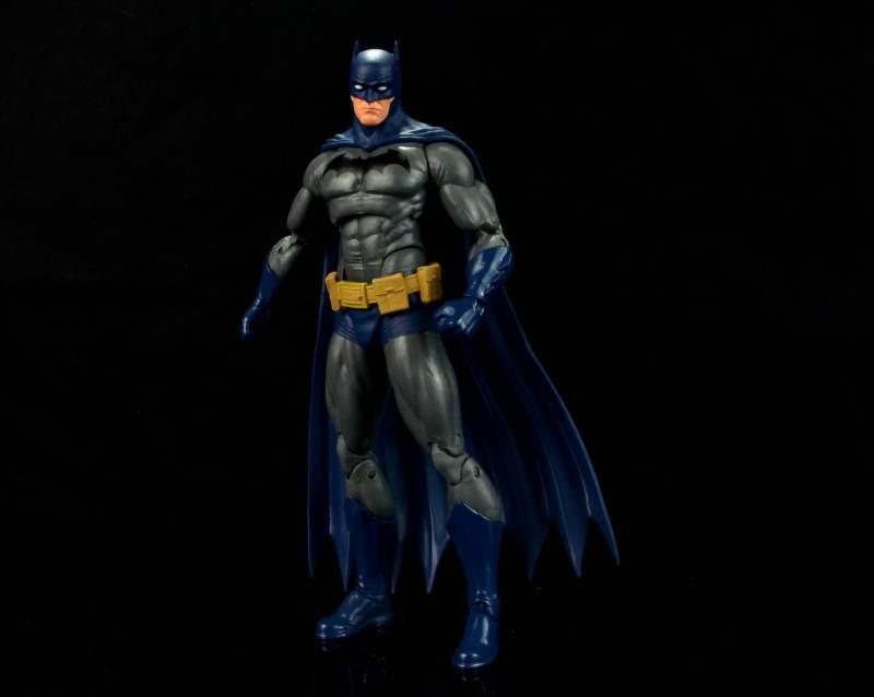 batman-icons-action-figure-last-rites-dcc-main standing