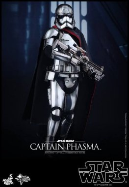 Hot Toys Force Awakens Capt Phasma - at attention