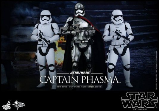 Hot Toys Force Awakens Capt Phasma - flanked by troopers