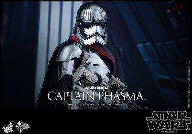 Hot Toys Force Awakens Capt Phasma - main pic