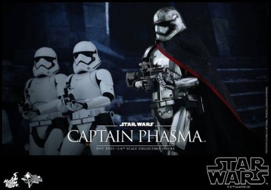 Hot Toys Force Awakens Capt Phasma - marching with troopers