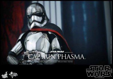 Hot Toys Force Awakens Capt Phasma - profile