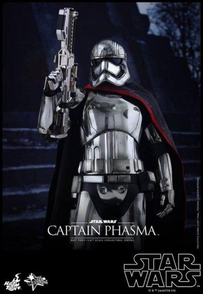 Hot Toys Force Awakens Capt Phasma -rifle up