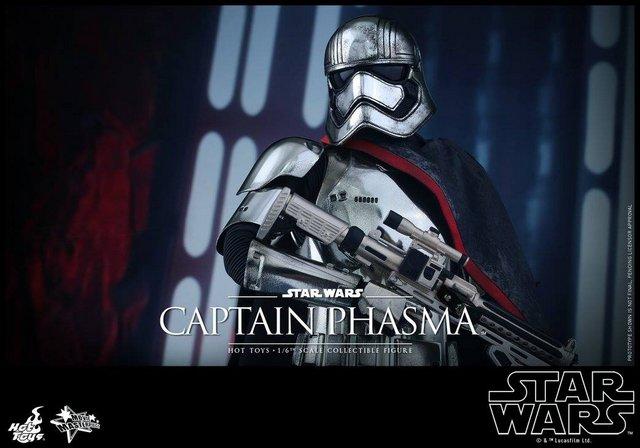 Hot Toys Force Awakens Capt Phasma - wide shot