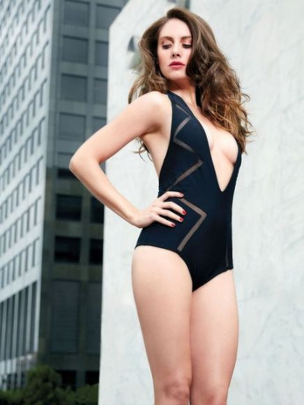 alison-brie-one-piece