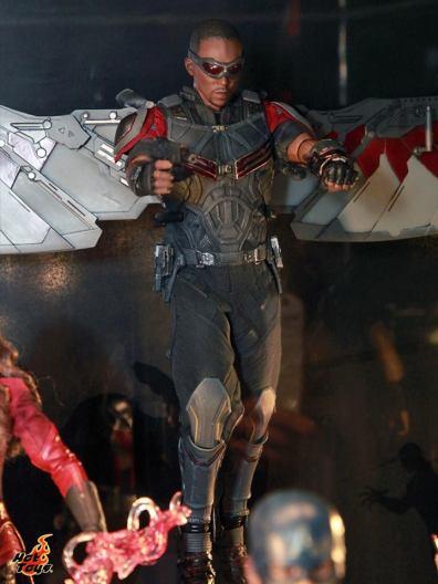 Captain America Civil War Falcon figure Hot Toys