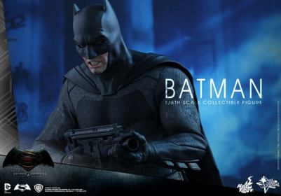 hot-toys-batman-v-superman-batman-grimace