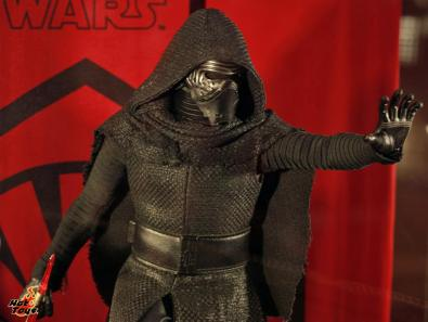Star Wars Force Awakens Kylo Ren figure Hot Toys