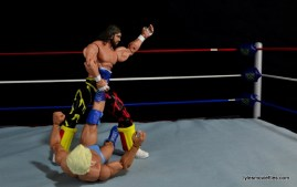 WWE Elite 38 Macho Man Randy Savage review -figure four on Flair