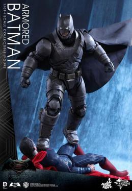 Hot Toys Batman v Superman Armored Batman - Batman over Superman