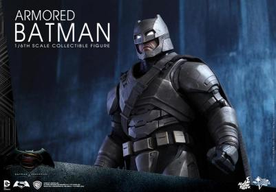 Hot Toys Batman v Superman Armored Batman -looking up