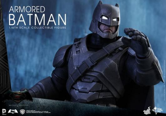 Hot Toys Batman v Superman Armored Batman -tight shot