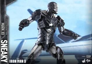 Hot Toys Iron Man Sneaky armor -action ready