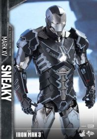 Hot Toys Iron Man Sneaky armor -looking down