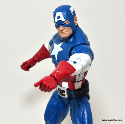 Marvel Legends Captain America review -pointing finger