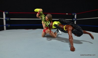 WWE Mattel Basic Naomi figure review - head scissors