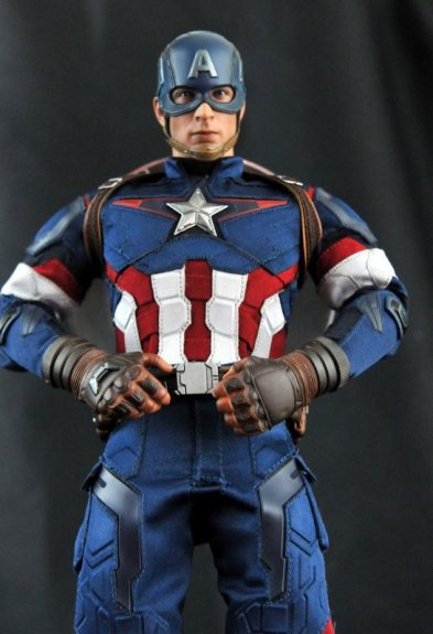 hot-toys-captain-america-age-of-ultron-figure-hero-pose-tight