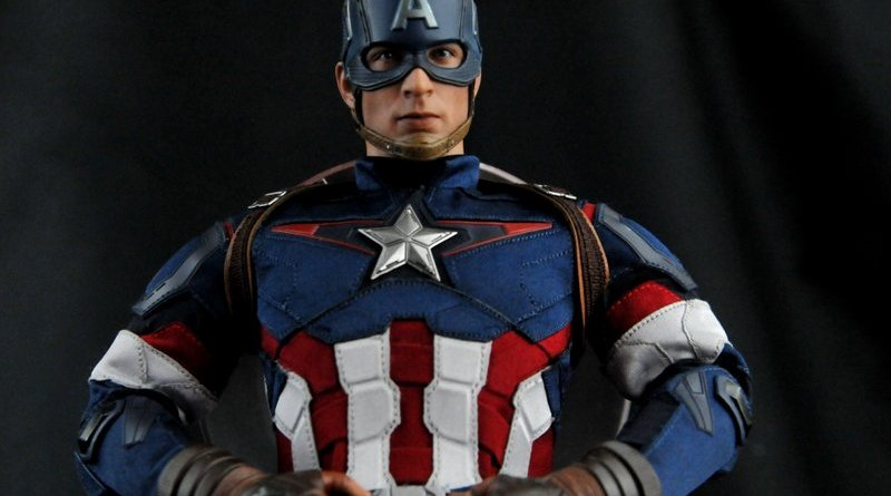 hot-toys-captain-america-age-of-ultron-figure-up-close-hero-pose