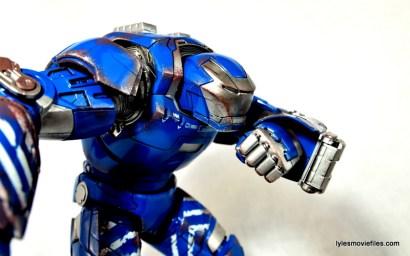 Iron Man 3 Igor Comicave Studios figure review - making call