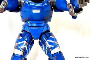 Iron Man 3 Igor Comicave Studios figure review - stomach face