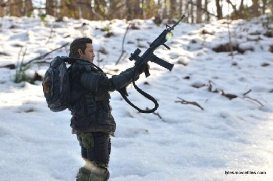 the walking dead eugene figure - holding machine gun