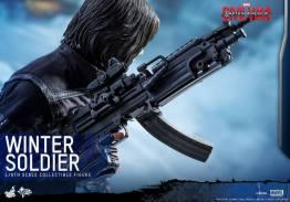 Hot Toys Captain America Civil War Winter Soldier figure -gun closeup