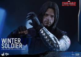 Hot Toys Captain America Civil War Winter Soldier figure -punching