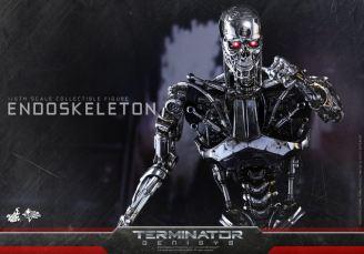 Hot Toys Terminator Genisys endoskeleton -coming forward