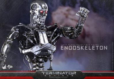 Hot Toys Terminator Genisys endoskeleton -fist up