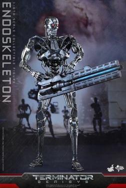 Hot Toys Terminator Genisys endoskeleton - holding rail gun