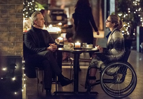 arrow - sins of the father review -the calculator and felicity