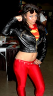 awesome-con-2014-superboy-as-supergirl2